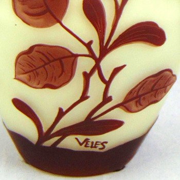 LOETZ VELES THREE-HANDLED CAMEO VASE. - Art Glass