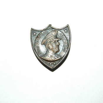 MacArthur Guards Pin - Military and Wartime
