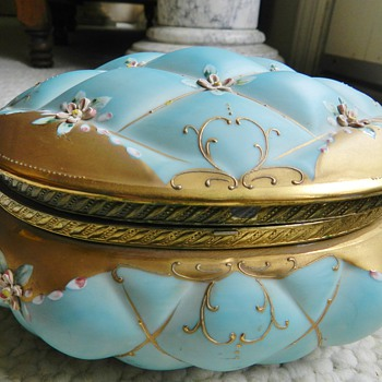Antique Porcelain Jewellry Box - Raised Pillowy Pattern - Fine Jewelry