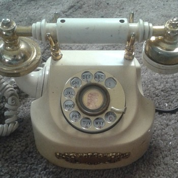 A phone that is old looks better than the new phone today - Telephones