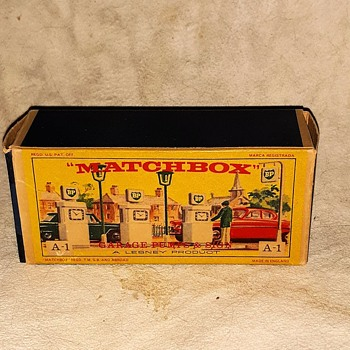 Meta Mechanical Matchbox Monday Set A-1 Gas Pumps and Signs 1963-1967 - Model Cars