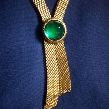 A beautiful emerald glass and mesh necklace! - Costume Jewelry