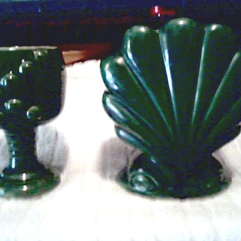 "Green ""Deco"" Scallop Shell and ""USA"" Goblet Planter / No Makers Marks or Labels - Pottery"