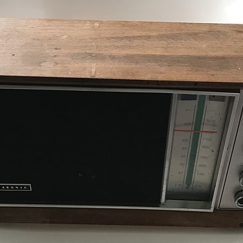 FM/ AM Panasonic Radio. - Radios