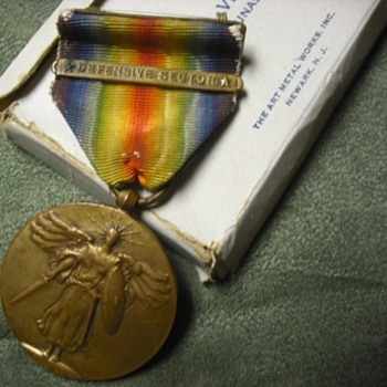 WWI Victory Medal with Defensive Sector Clasp and Box - Military and Wartime