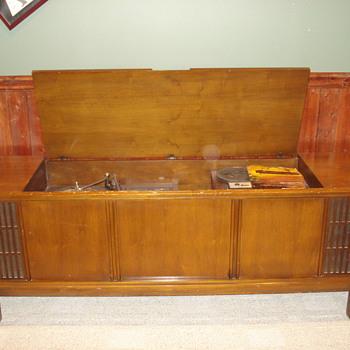 stereo console  - Electronics