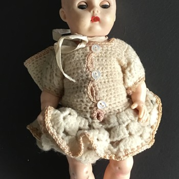 An older doll with a very indistinguishable identifying mark - Dolls
