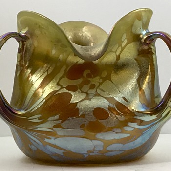 Loetz Phänomen Genre Vase with extruded handles, PN unknown, Possible PG 1/473 variant, ca. 1901 - Art Glass