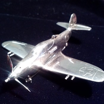 "Lawrence Dale ""Larry"" Bell's ""Silver Bullet"" Airacobra brooch -- Complex and Precise -- First Photographs - Advertising"