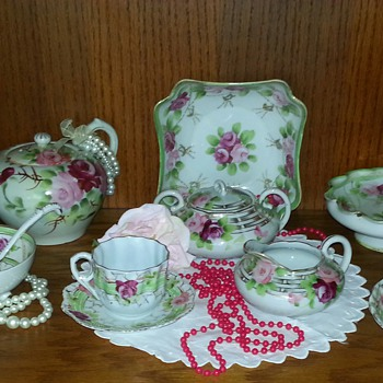 I'm so excited about this tea set...