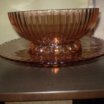 pink ribbed bowl and plate (Salver) - Glassware