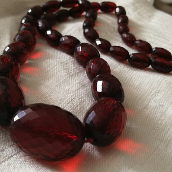 A wonderful find amongst less nice things - cherry red facetted graduated beads bakelite necklace   - Costume Jewelry