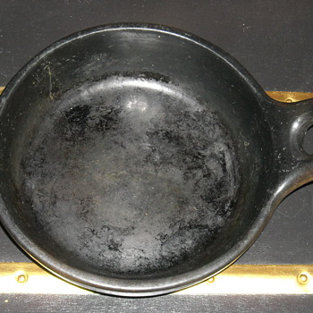 Help identify unusal skillet pan? - Kitchen