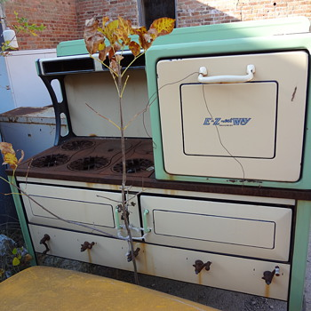 E-Z-est Way antique stove - Kitchen
