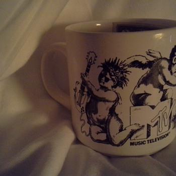 1986 Mtv mug with heat activated logo