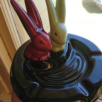 Rabbit ashtrey  - Tobacciana