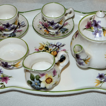 Miniature bone china set - China and Dinnerware