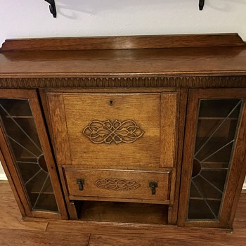Saved this beauty on heavy trash day!! She cleaned up perfectly - can anyone tell me what it is?  - Furniture