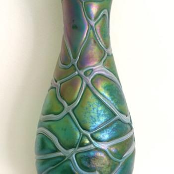 Kralik veined iridescent vase