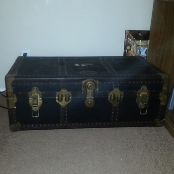 Dads old trunk **ANOTHER UPDATE** The key finally got here!!!   - Furniture