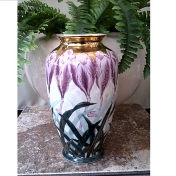 "Beautiful ""Toyo"" Japanese Kutani-Satsuma Labled 10"" Vase /Hand Painted Crocus with Gilding/Circa 20th Century  - Asian"