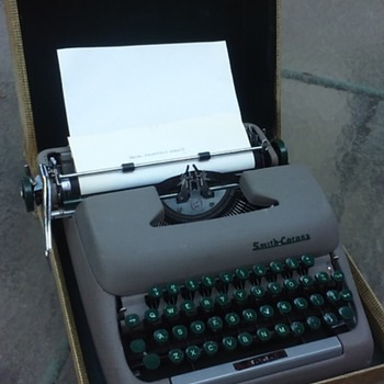 "SMITH-CORONA ""STERLING"" portable typewriter with case - Office"