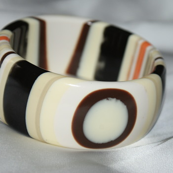 Vintage Laminated Lucite Bangle - Costume Jewelry