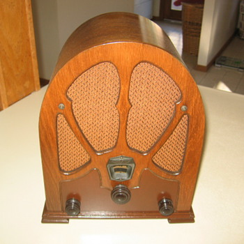 Los Angeles Pee Wee Mini Cathedral Tube Radio Unknown Maker