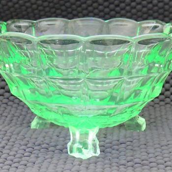 Uranium glass bowl - Glassware