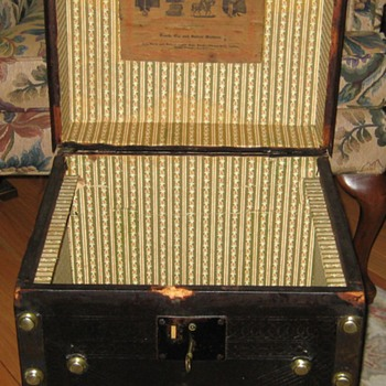 Searles & Edge Leather Covered Hat Trunk Interior