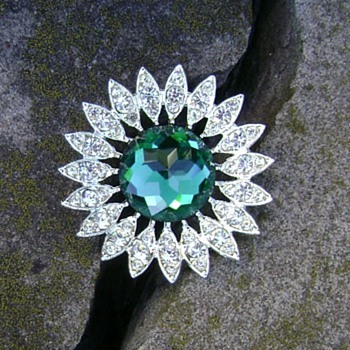 Sarah Coventry Brooch - Kathleen - Costume Jewelry