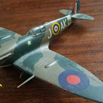 Vintage WW2 built model - Spitfire mk ? - Military and Wartime