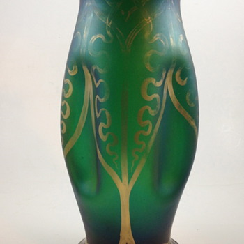 Emerald green gilt vase with cartouche indents, ca. 1900 - Art Glass