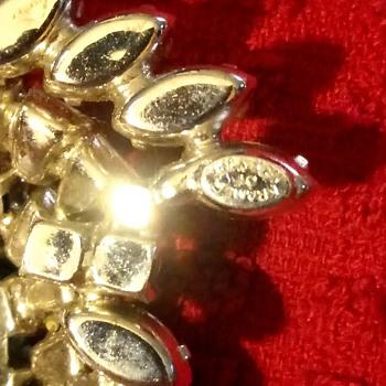 KRAMER OF NEW YORK RHINESTONE BROOCH - Costume Jewelry