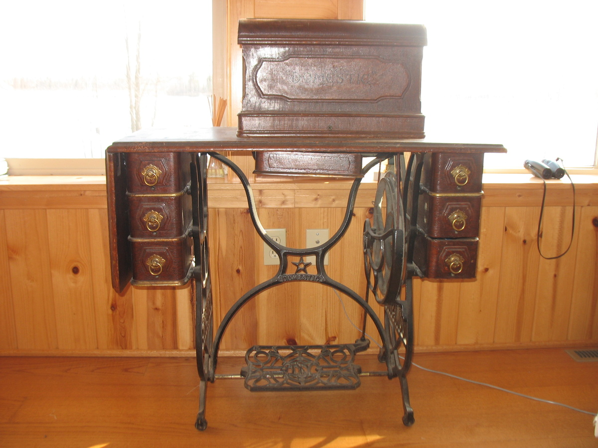 Prime Domestic Antique Treadle Sewing Machine Collectors Weekly Home Interior And Landscaping Spoatsignezvosmurscom