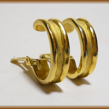 ALFRED SUNG - Clip On Earrings  - Costume Jewelry