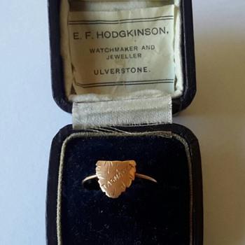 Australian 9ct gold map of Tasmania expanding ring