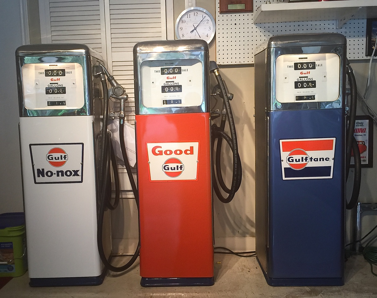 GULF GAS PUMPS FROM 19...