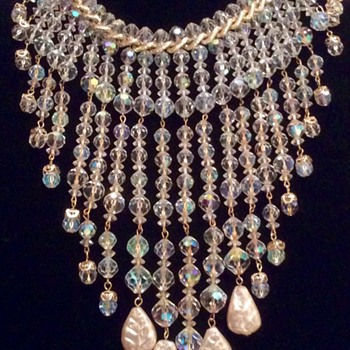 Stunning crystal and pearl drop necklace  - Costume Jewelry