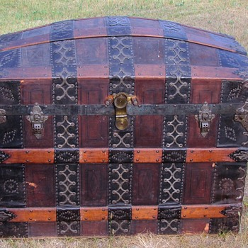 Rare!  1870's 1880's Ornate Barrel Stave Trunk - Furniture