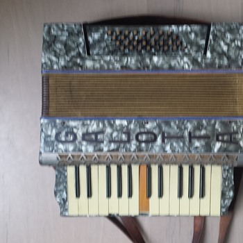 Accordeon GALOTTA 48bas 80+yr