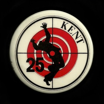 "Kent State Shooting ""KENT 25"" Vietnam era Pinback Button - Medals Pins and Badges"