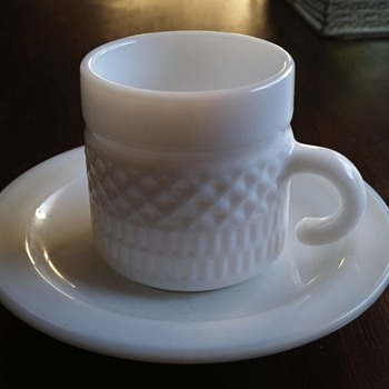 milk glass 4 small cups  & saucers