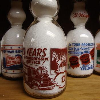 DEARY BROS. (DUDLEY MASSACHUSETTS) 30 YEAR ANNIVERSERY CREAM TOP MILK BOTTLE - Bottles