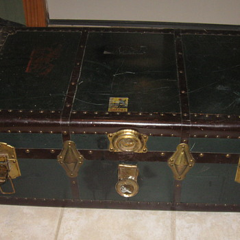 Old BELBER Steamer Trunk - Furniture