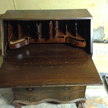 My favorite desk but would like to understand the history behind it, what era, and if I can understand it more