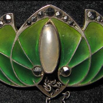Levinger & Bissinger plique-a-jour enamel brooch. - Fine Jewelry