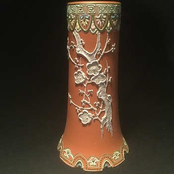 Terra cotta vase with moriage - Pottery