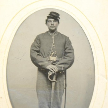 Can anyone identify this uniform? - Military and Wartime