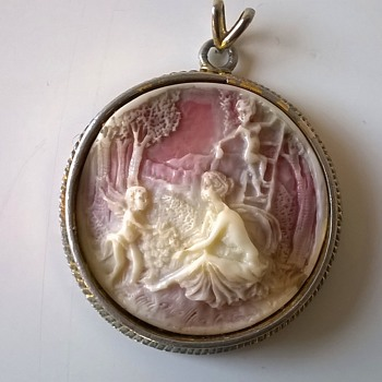 Costume Cameo Pendant By EXQUISITE $1.00 - Costume Jewelry